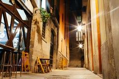 Via vuota di Barri Gotic alla notte, Barcellona Immagine Stock