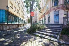 Via vuota in vecchia città di Praga Fotografie Stock Libere da Diritti