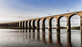 Viadotto ferroviario di pietra sopra il tweed del fiume Immagini Stock