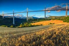 Viaduc célèbre renversant région de Millau, l'Aveyron, France, l'Europe photographie stock