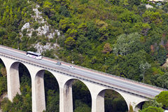 Viaduc dans les sud des Frances, passage de montagne Images stock