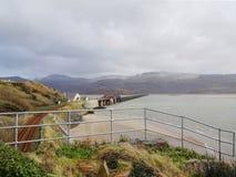Viaduc de Barmouth et l'estuaire de Mawwdach image stock