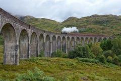 Viaduc de Gleanfinnan et train de vapeur Photo libre de droits