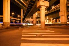 viaduct ночи города стоковые изображения rf