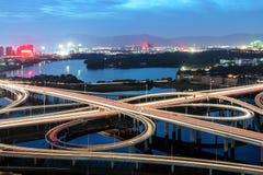 viaduct самомоднейшей ночи урбанский Стоковые Фото