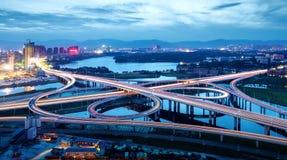 viaduct самомоднейшей ночи урбанский Стоковое Изображение RF