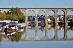 Viaduct auf Fluss Mayenne bei Laval in Frankreich Stockfotos