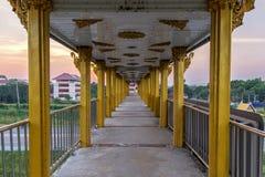 Viaduct bij zonsondergang Stock Foto's