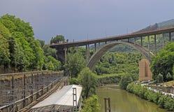 Viaduct de Miraflores sopra il fiume Nervion a Bilbao fotografia stock libera da diritti