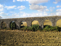 Viaduct nahe Civitavecchia lizenzfreies stockfoto