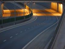 Viadukt über Straße Lizenzfreie Stockbilder