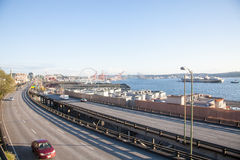 Viadukt der Landstraße 99 und Hafen von Seattle Lizenzfreie Stockfotos