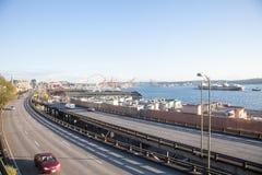 Viadukt för huvudväg 99 och port av Seattle Royaltyfria Foton
