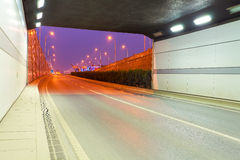 Viadukt för stadstunnelväg av nattplatsen Fotografering för Bildbyråer