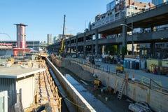 Viaduto da maneira e construção do Alasca da paredão Fotografia de Stock Royalty Free