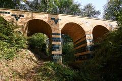 Viaduto de pedra no parque Muskauer Fotos de Stock Royalty Free