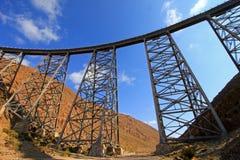 Viaduto de Polvorilla do La, Tren um Las Nubes, ao noroeste de Argentina Imagens de Stock Royalty Free