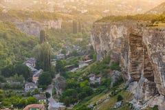 Viagem aos lugares antigos Aprendendo culturas novas Área de montanha fotografia de stock