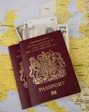 Passaporte e mapa Imagens de Stock