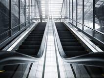 Viagem de negócios da construção de Salão da perspectiva da escada rolante Imagem de Stock