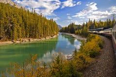 Viagem de trem de Montanhas Rochosas Fotos de Stock Royalty Free