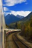 Viagem de trem de Montanhas Rochosas Fotos de Stock