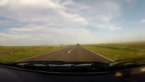 Viagem dentro de um carro em uma estrada vazia filme