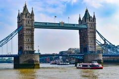 Viagem do barco da ponte de Londres Fotos de Stock Royalty Free