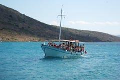 Viagem do barco nas ilhas do mar de adriático Perto da ilha da Creta imagens de stock royalty free