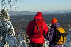 Viagem do inverno através das montanhas de Ural Fotografia de Stock