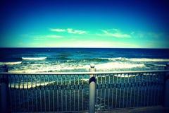 Viagem do mar ao peito da natureza brilhante e limpa Imagem de Stock Royalty Free