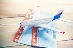 viagem e bilhetes do avião que registram o conceito Fotografia de Stock