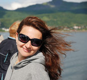 Viagem feliz da mulher foto de stock