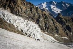 Viagem nas montanhas caucasianos em Geórgia Fotografia de Stock