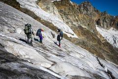 Viagem nas montanhas caucasianos em Geórgia Foto de Stock Royalty Free