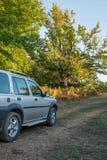 Viagem nas montanhas com fora do veículo de estrada Imagem de Stock Royalty Free