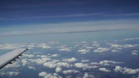 Viagem pelo ar Vista através de uma janela do avião montenegro Tivat definição 4K vídeos de arquivo