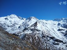 Viagem por estrada de patinagem da queda de neve das montanhas do gelo de Kullu Manali shimla Imagem de Stock