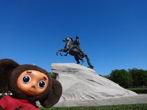 Viagens através de Rússia com Cheburashka Foto de Stock Royalty Free