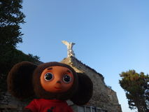 Viaggi attraverso la Spagna con Cheburashka immagini stock