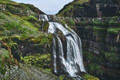 Viaggi e facendo un'escursione cascata del ` s dell'Islanda all'più alta Immagini Stock Libere da Diritti