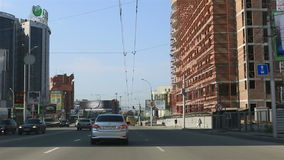 Viaggi in macchina sulle strade di Novosibirsk Immagine Stock