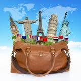 Viaggia il concetto della borsa dei monumenti del mondo Fotografia Stock