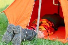 Viaggiando con la tenda Fotografie Stock Libere da Diritti