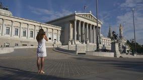 Viaggiando in Europa, fotografante architettura stock footage