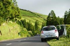 Viaggiando in macchina su sao Miguel, le Azzorre, Portogallo fotografia stock libera da diritti