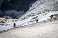 Viaggiando nelle montagne caucasiche in Georgia Fotografia Stock