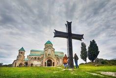 Viaggiatore alla chiesa di Bagrati in Kutaisi Fotografie Stock