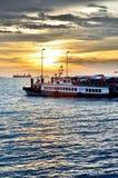 Viaggiatore aspettante della barca di viaggio a Sriracha, Chonburi, Tailandia Immagine Stock Libera da Diritti