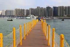 Viaggiatore che visita sul pontone Fotografie Stock